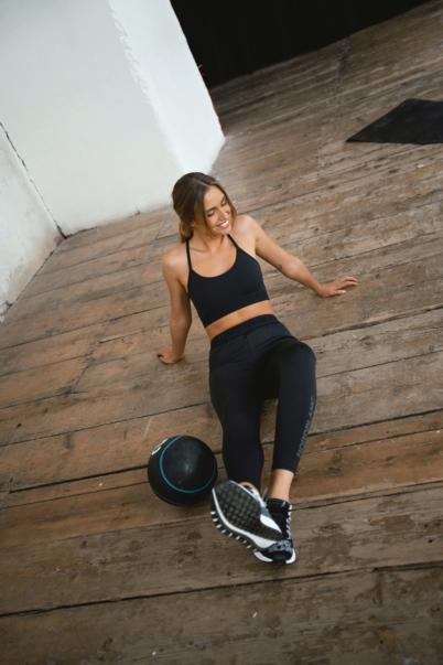 Černá dámská fitness podprsenka ICON
